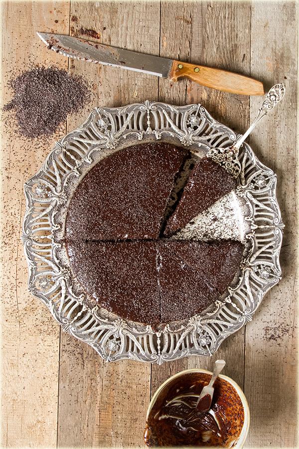 עוגת שוקולד פרג ושזיפים בקוניאק