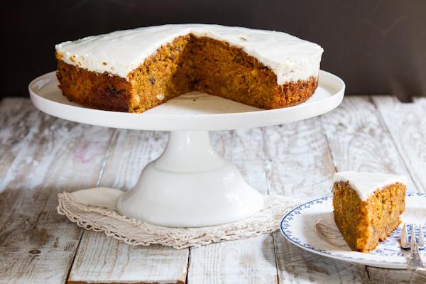 עוגת גזר תמרים ואגוזי לוז