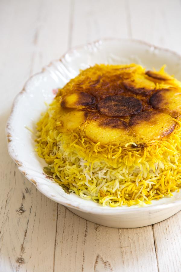 אורז פרסי עם טהדיג תפוחי אדמה
